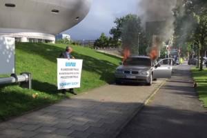 آتش زدن خودروی بیامو به نشانه اعتراض